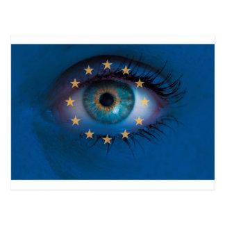 El ojo mira con concepto del fondo de la bandera postal
