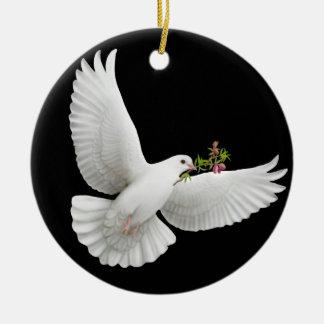 El ornamento de la paloma de la paz adorno navideño redondo de cerámica