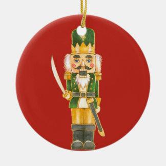 El ornamento del cascanueces adorno navideño redondo de cerámica