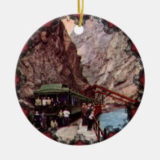 El ornamento del puente de colgante adorno navideño redondo de cerámica