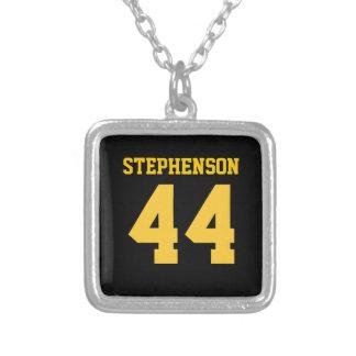 El oro negro personalizado se divierte el número c colgante cuadrado