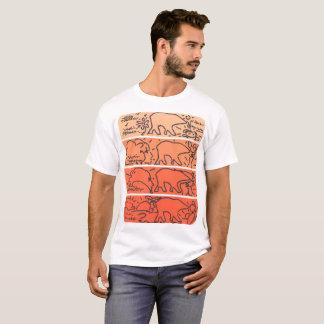 El oso anaranjado raya la camiseta del modelo