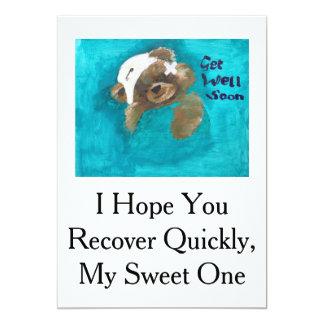 El oso de peluche consigue la tarjeta bien invitación 12,7 x 17,8 cm