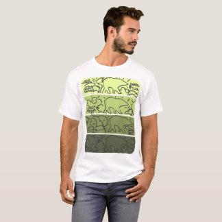 El oso verde raya la camiseta del modelo