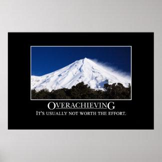 El Overachieving no está generalmente digno del es Póster