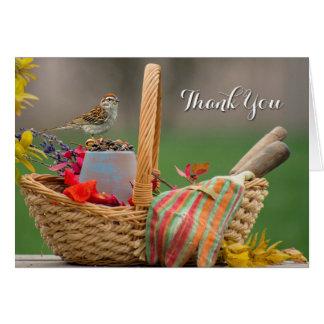 El pájaro en una cesta le agradece observar tarjeta