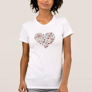 El pájaro florece la camiseta del corazón del amor