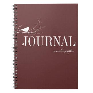 El pájaro se encaramó en el diario del personaliza libretas