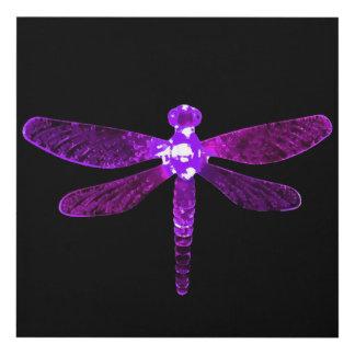 El panel de pared púrpura de la libélula