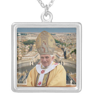 El papa Benedicto XVI con la Ciudad del Vaticano Collar Plateado