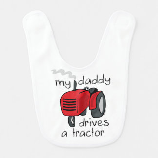 El papá conduce un tractor babero