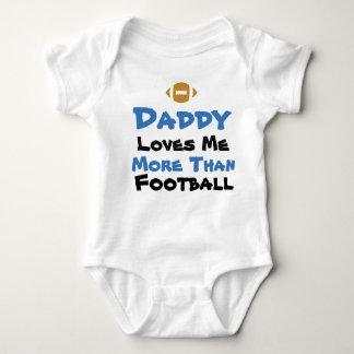 El papá me ama más que mono del bebé del fútbol body para bebé