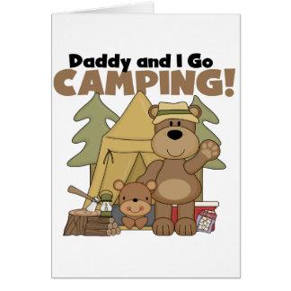 El papá y yo vamos las camisetas y los regalos que tarjetón