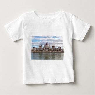 El parlamento húngaro Budapest por día Camiseta De Bebé