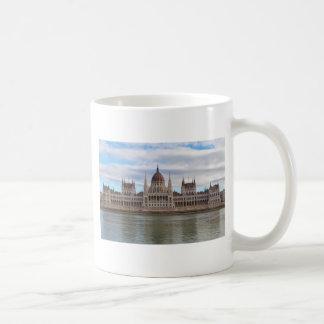 El parlamento húngaro Budapest por día Taza De Café