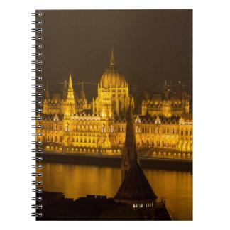 El parlamento húngaro Budapest por noche Libretas
