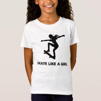 El patín tiene gusto de un chica (el andar en camiseta