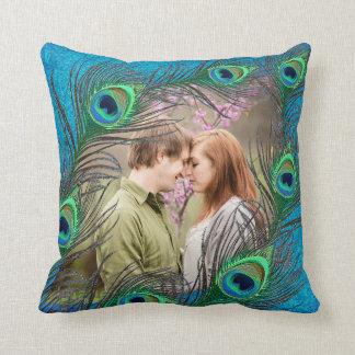 El pavo real empluma la almohada romántica del