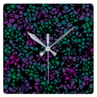 El pavo real inspiró el reloj de pared de vitral