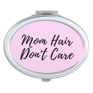 El pelo de la mamá no cuida el acuerdo en rosa espejos maquillaje