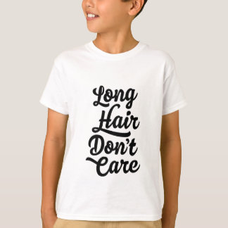 El pelo largo no cuida la camiseta de los niños