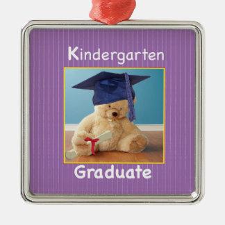 El peluche de la graduación de la guardería adorno cuadrado plateado