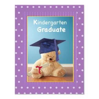 El peluche de la graduación de la guardería invitación 10,8 x 13,9 cm