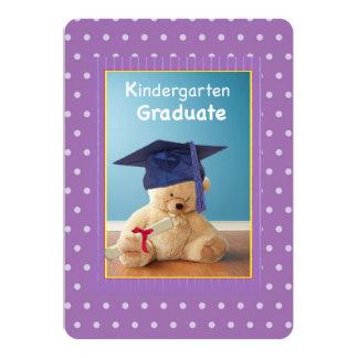 El peluche de la graduación de la guardería invitación 12,7 x 17,8 cm