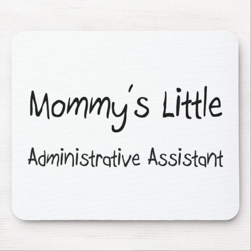 El pequeño ayudante administrativo de la mamá alfombrillas de ratón