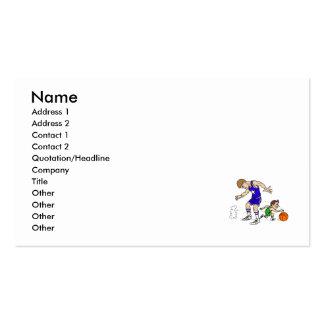 El pequeño jugador consigue a continuación tarjetas de negocios