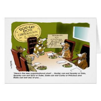 El perro come la tarjeta del día del jefe del Co.