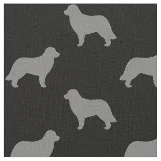 El perro de Leonberger siluetea el modelo Telas