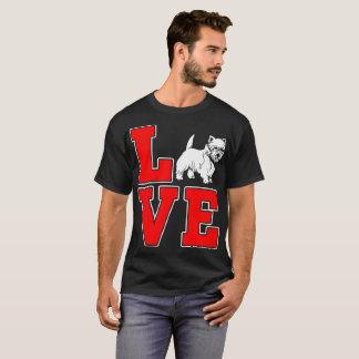 El perro de Terrier de mojón acaricia la camiseta