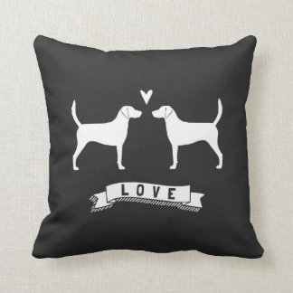 El perro del corredor de cross siluetea amor cojín decorativo
