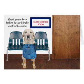 El perro/el laboratorio divertidos consigue bien tarjeta de felicitación