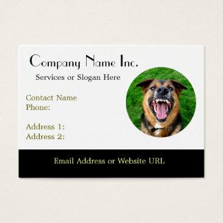 El perro malo descubre los dientes tarjeta de negocios