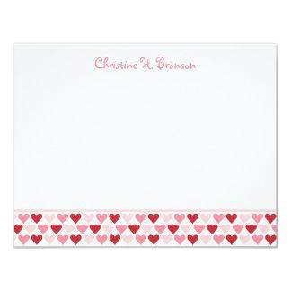 El personalizado elegante de los corazones rosados invitación 10,8 x 13,9 cm