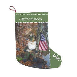El personalizado personalizó el camuflaje conocido calcetín navideño pequeño