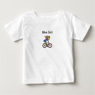 El pescado que se tira diseña el ™ camiseta de bebé