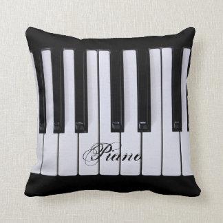 El piano blanco y negro cierra la almohada