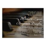 El piano cierra invitaciones del boda de la invitacion personalizada