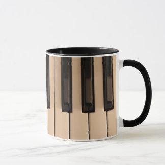 El piano cierra la taza de café