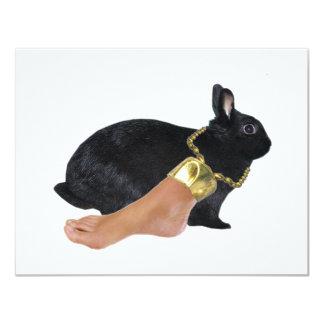 El pie humano afortunado del conejo invitación 10,8 x 13,9 cm