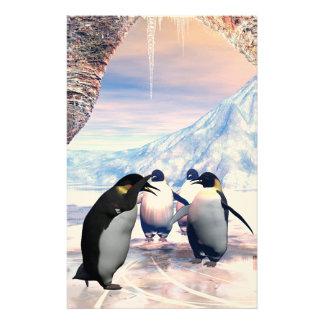 El pingüino divertido va en un lago con hielo  papeleria de diseño
