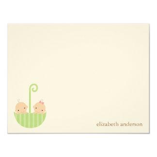 El plano de encargo de los bebés gemelos le invitación 10,8 x 13,9 cm