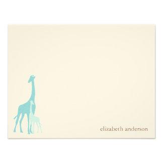 El plano de la jirafa de la mamá y del bebé le agr invitaciones personalizada