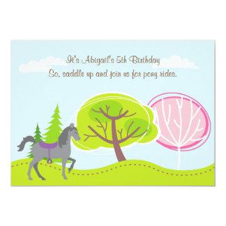 El potro gris lindo del caballo monta la invitación 12,7 x 17,8 cm