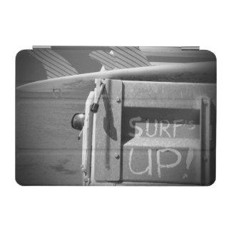 El practicar surf ascendente de la resaca de la cover de iPad mini