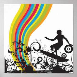 el practicar surf en los arco iris póster