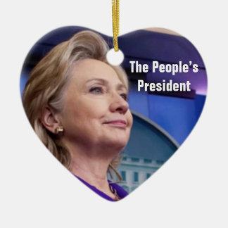 El presidente de la gente: Ornamento de Hillary Adorno Navideño De Cerámica En Forma De Corazón